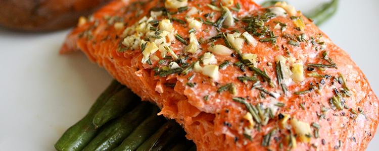 cenas ligeras salmon al horno con champiñones
