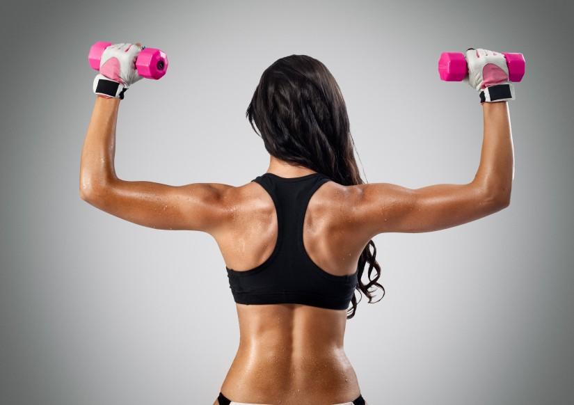 mejores ejercicios de tríceps en casa para mujer