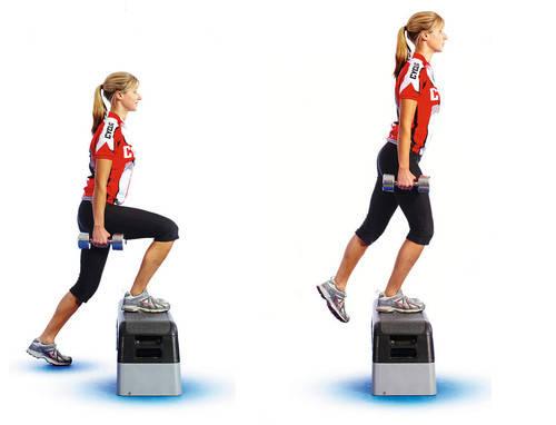 mujer realizando el ejercicio de steps up