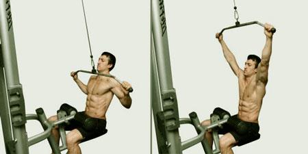 hombre realizando el ejercicio de jalones al pecho